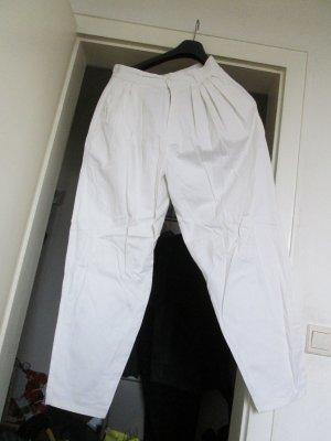 weiße Bundfalten-Jeans