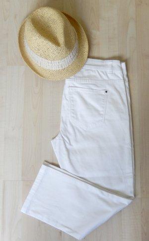 Weiße Capri mit samtiger Oberfläche (Innenbeinlänge ca. 57cm, schmaler Beinverlauf) - In sehr gutem Zustand!