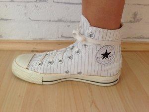 weiße Chucks Converse mit schwarzen dünnen Streifen