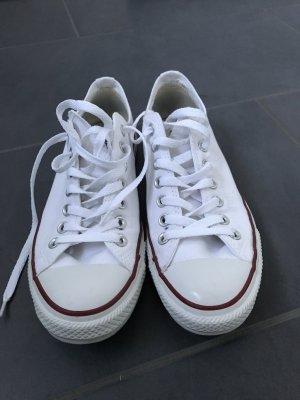 Weiße Converse in Größe 42