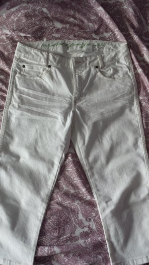 Weiße Dreiviertel-Hose