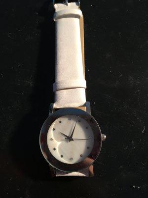 Weiße elegante Armbanduhr
