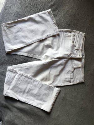 Weiße gerade Jeanshose