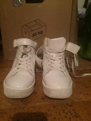 Weiße hohe Sneaker mit Klett und schnüren