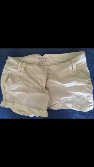 Weiße Hotpants