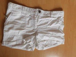 weiße Hotpants mit Taschen
