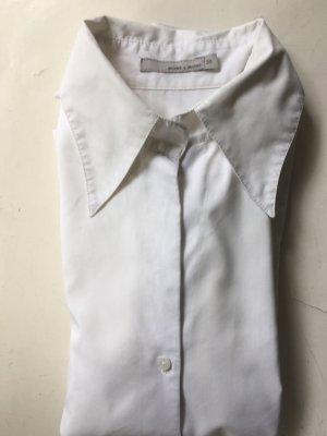 Weiße hübsche Bluse