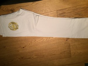 Weiße jeans Hose goldene Stickerei