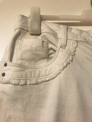 Weiße Jeans im Boho-Style