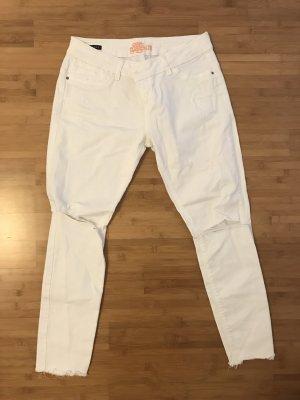 Weiße Jeans im Used Look