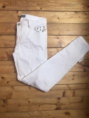 Weiße Jeans mit Perlen