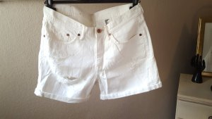 weiße Jeans-Shorts mit Rissen