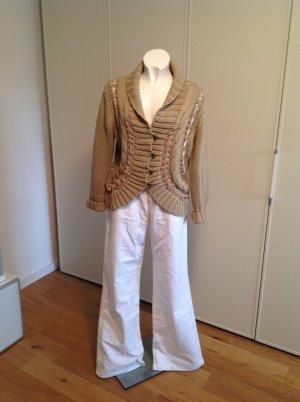 Weiße Jeans von Mexx, ausgestelltes Bein