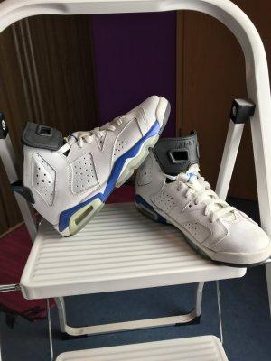 Weiße Jordans