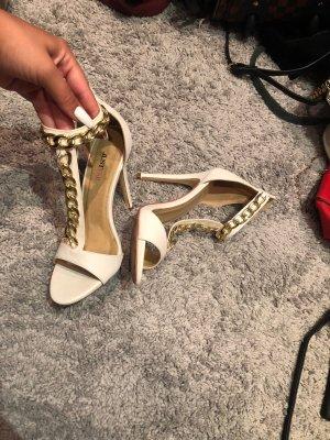 Weiße JustFab high Heels mit Gold Kette Verzierung
