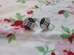 Ear stud black-white