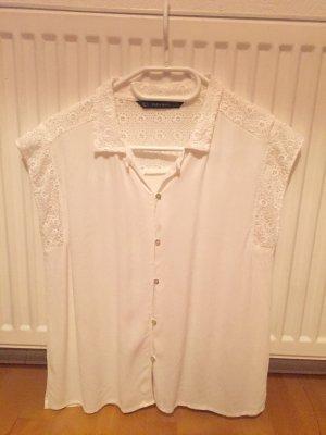 Weiße kurzärmlige Bluse mit Spitze
