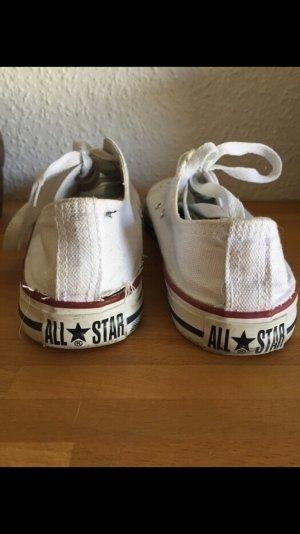 Weiße kurze all Stars Chucks