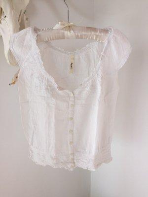 weiße kurze Bluse für warme Sommertage