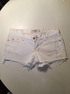 weiße kurze Jeansshorts