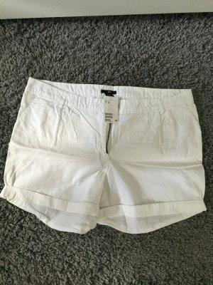 Weiße kurze Sommer-Shorts