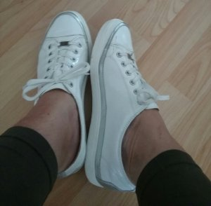 weisse  Lack Leder Sneakers  Caprice  gr. 40