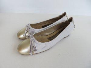 Weiße Lederballerinas mit Goldapplikation