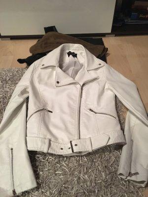 Weiße Lederjacke mit Gürtel
