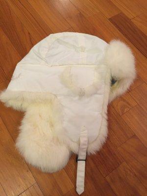 Weiße Mütze mit echtem Fell
