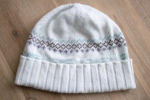 Weiße Mütze mit Norwegermuster