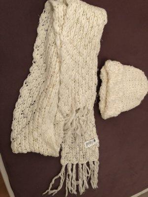 Weiße Mütze und Schal H&M
