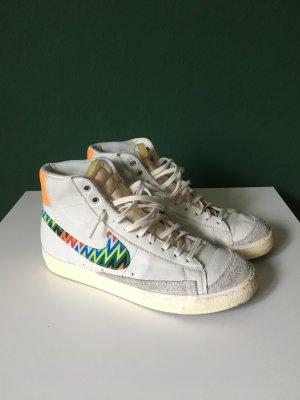 Weiße Nike Blazer Sneaker