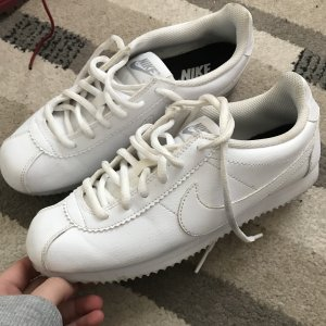 Weiße Nike Cortez
