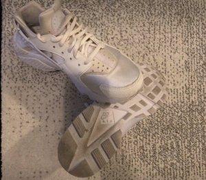Weiße Nike Huaraches