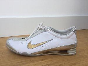 weiße Nike Turnschuhe