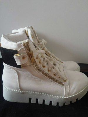 weiße Nly Schuhe mit hoher sohle