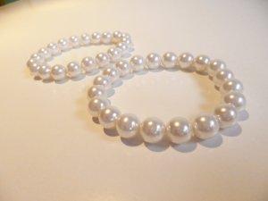 Weiße Perlenarmbänder