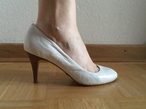 Buffalo Pointed Toe Pumps white-brown