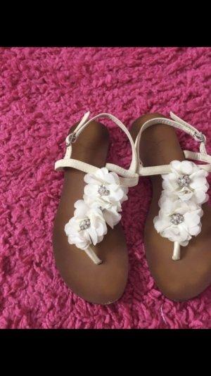 Weisse sandalen