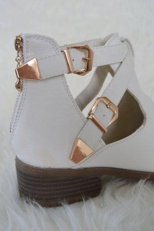 weiße Sandalen Kunstleder mit goldenen Schnallen