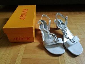 Weiße Sandalen mit Absatz