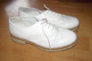 weiße Schnürschuhe elegant