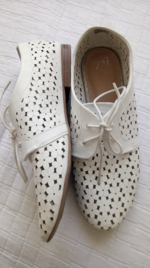 weiße Schuhe mit Blumenmuster GR. 42
