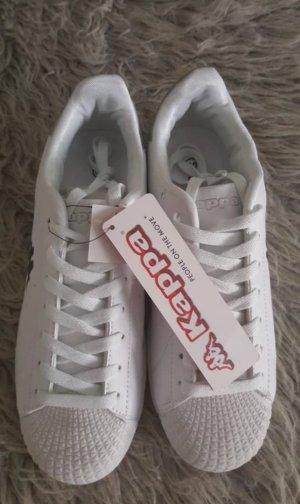 Weiße Schuhe von Kappa