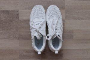 Weiße Schuhe von SOCCX