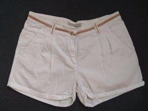 Weiße Shorts mit braunem Abnäher am Bund (Zara, 38)
