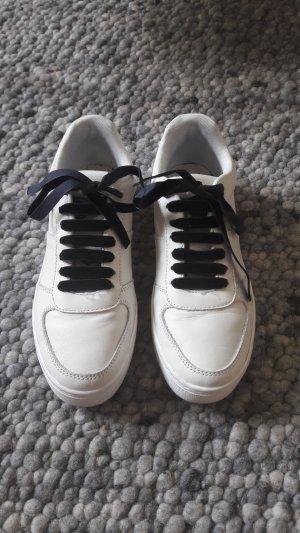 Weiße Sneaker aus Leder