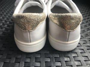 Weiße Sneaker mit Gold Mango