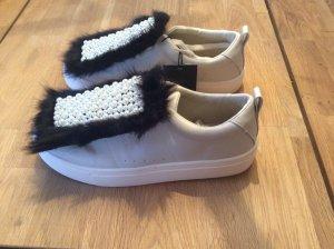 Weisse Sneaker mit Perlenbesatz von Zara - neu/ungetragen!