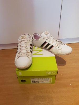 weiße Sneaker von Adidas Neo